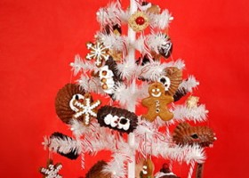 8-gingerbread on a Christmas tree