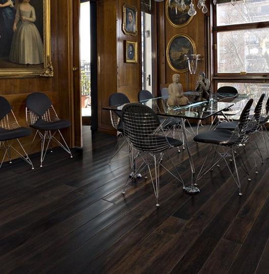 3-black floor in the interior