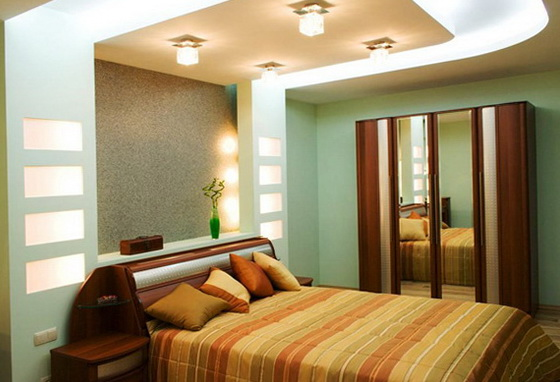4-niches beside the bed
