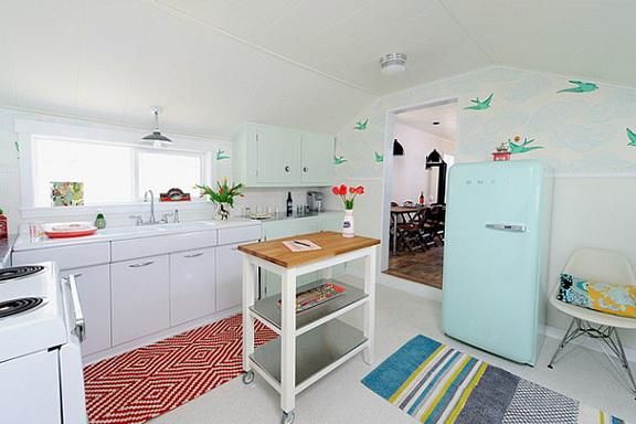 3-birds in the kitchen
