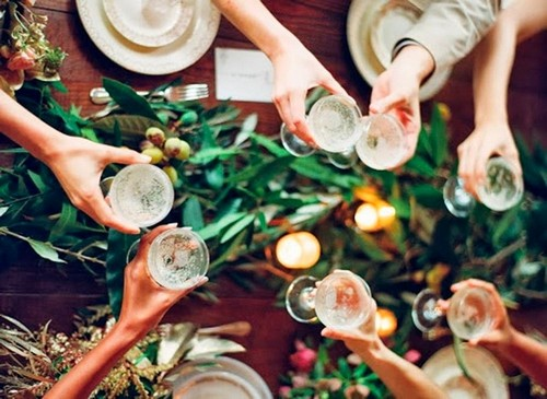 0-christmas-table-setting-decoration-composition