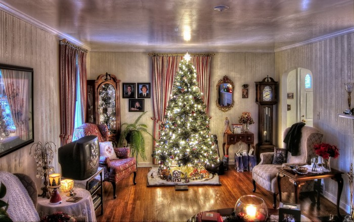 0-christmas-tree-spruce-in-a-cozy-decorated-living-room
