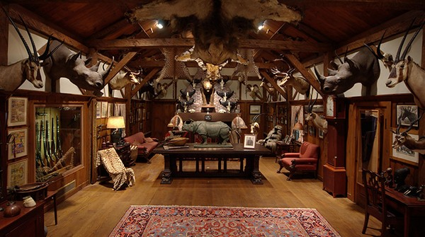0-gun-room-hunters-room-interior-design-trophey-room-animal-heads