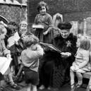 0-maria-montessori-with-kids-children