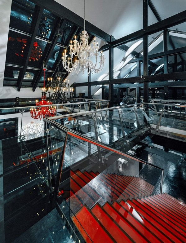 0-unusual-glass-house-panoramic-windows-skylights-red-console-staircase-beautiful-crystal-chandeliers-glass-bridge