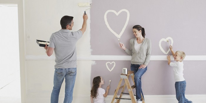 00-family-making-renovation-painting-walls