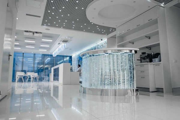 1-1-blue-and-white-modern-glossy-hospital-interior-airy-composition-glossy-floor