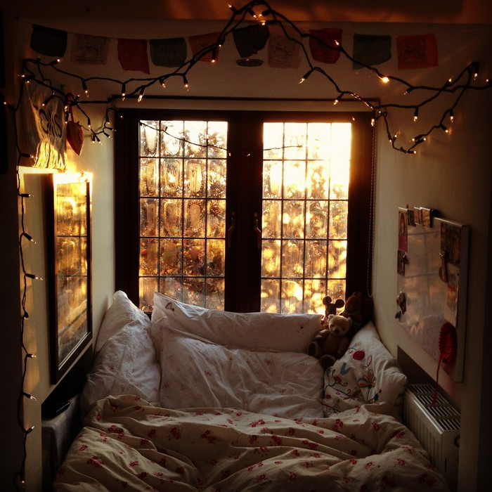 1-interior-for-melancholic-small-cozy-attic-room-nook
