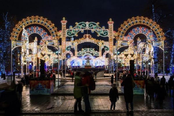 1-moscow-christmas-lights-festival-2016-2017-new-year-city-illumination-light-installations