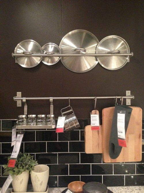 Kitchen Storage and Organization Part 2: Pot and Pan Storage Ideas (and Lids) This post is part of a 2 part series on kitchen storage. Part 1, which you can see here, went over general kitchen storage solutions, everything from clever draw hacks, over the door storage ideas and styled storage pieces.