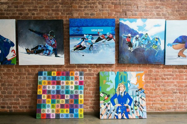 10-creative-interior-design-artist's-apartment-studio-artworks-paintings-political-sports-theme-brick-wall
