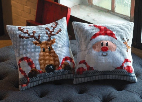 10-cross-stitch-pattern-in-interior-design-3D-effect-couch-pillow-santa-clause-rudolf-deer