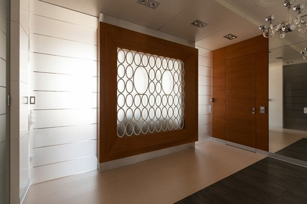 10-minimalist-style-hallway-floor-tiles-narrow-wood-planks-frosted-glass-wall-invisible-door