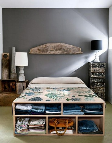 10-mismatched-different-nighstands-bedside-tables-vintage-bedroom