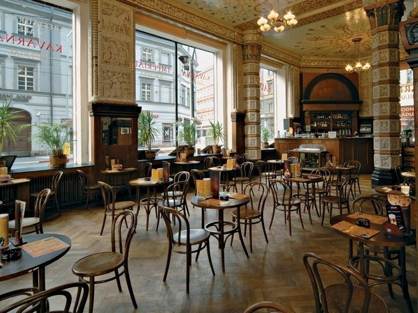11-bentwood-chairs-in-cafe-interior-design