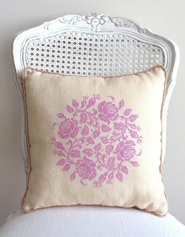 11-cross-stitch-pattern-in-interior-design-floral-couch-decoratove-pillow