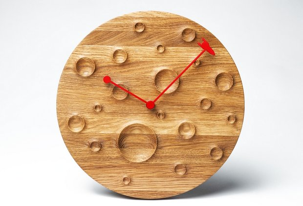 11-fajno-design-belarus-unusual-designer-wooden-moon-clock