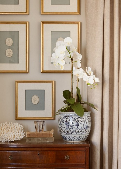 11-golden-elements-gold-in-interior-design-provence-style-photo-picture-frames-orchid-flower