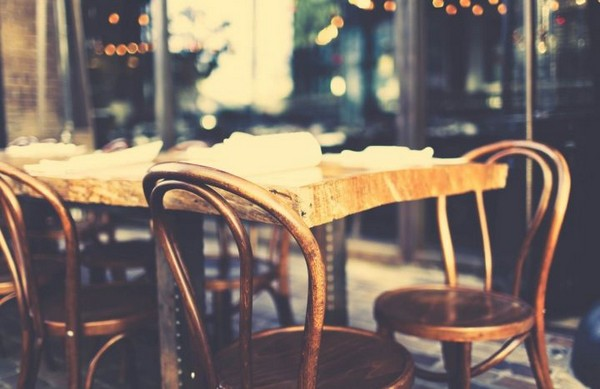 12-bentwood-chair-in-cafe-interior-design