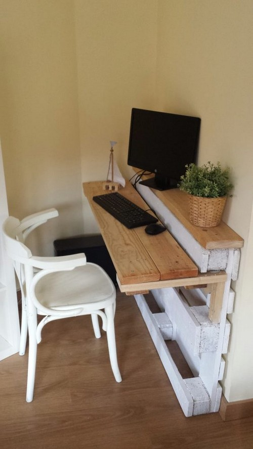 12-diy-hand-made-pallet-furniture-computer-desk