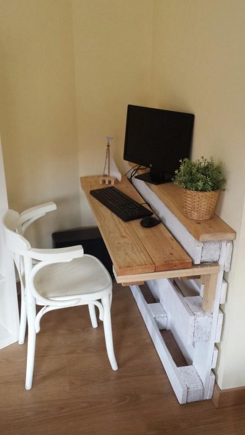 12-diy-hand-made-pallet-furniture-computer-desk