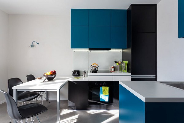 12-modern-ascetic-interior-kitchen-blue-kitchen-set-white-walls
