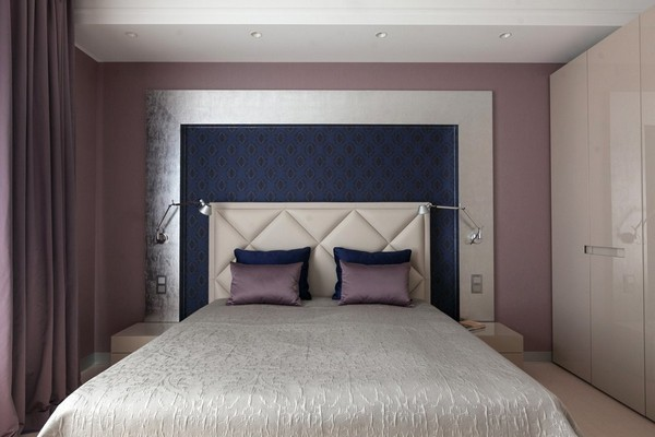 13-minimalist-style-bedroom-light-narrow-plank-wood-floor-purple-curtains-textile-headboard