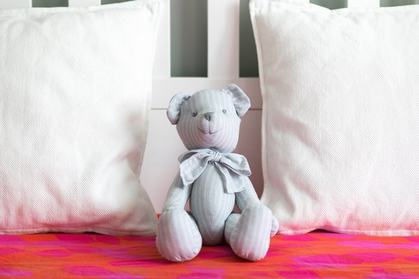 13-white-provence-style-bedroom-hand-made-toy-bear