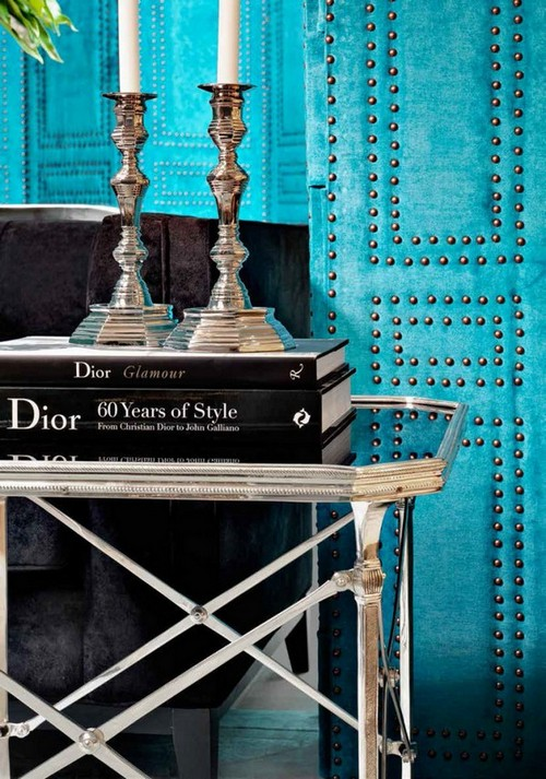 14-golden-elements-gold-in-interior-design-eclectic-style-bright-blue-walls