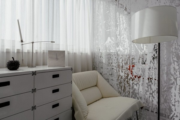 16-white-bedroom-moroso-arm-chair-ingo-maurer-standard-lamp-molteni-chest-of-drawers