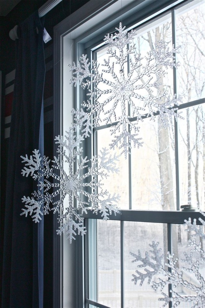 17-christmas-window-decorations-big-snowflakes