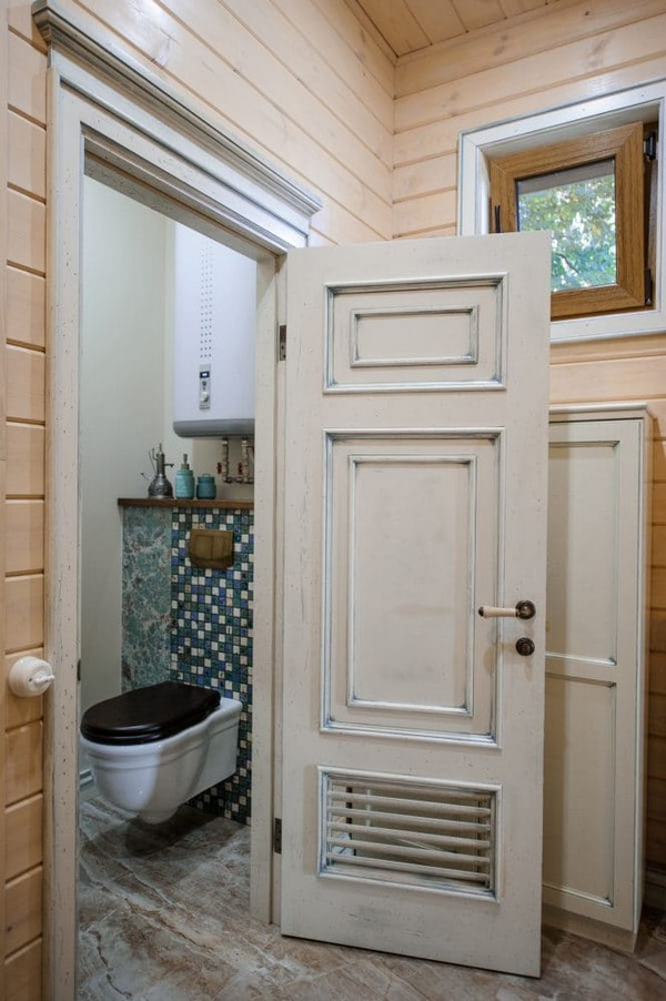 17-vintage-style-beige-and-turquoise-sauna-interior-aged-door-with-vent-grilles-mosaic-tiles-retro-toilet