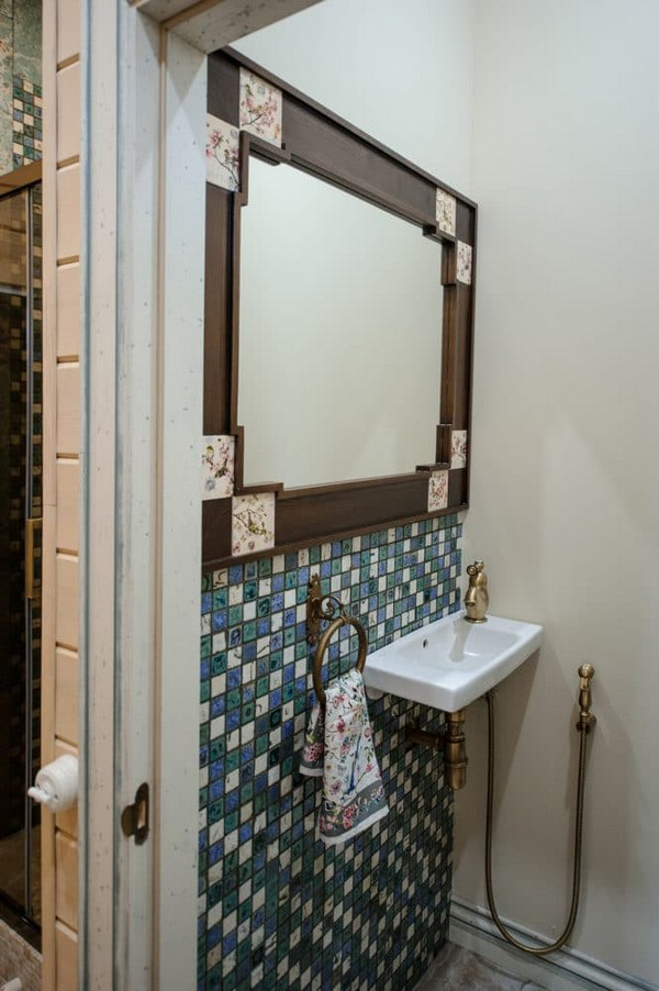 18-vintage-style-beige-and-turquoise-sauna-bathroom-interior-bird-theme-decor-pattern-mosaic-tiles-retro-brass-water-tap-beautiful-tiled-mirror-frame