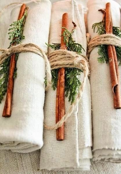 2-1-christmas-table-setting-decoration-composition-cinnamon