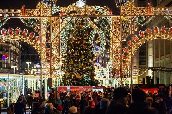 2-moscow-christmas-lights-festival-2016-2017-new-year-city-illumination-light-installations-christmas-tree