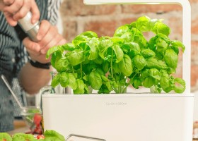 2-smart-home-garden-device-click-and-grow