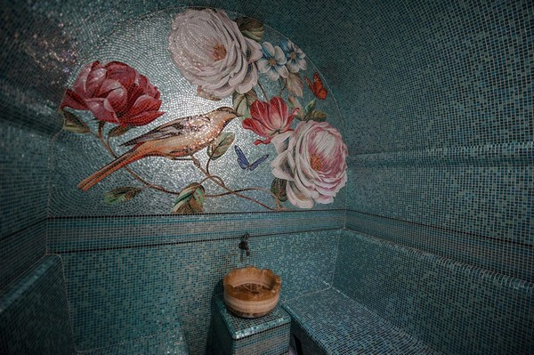 22-vintage-style-beige-and-turquoise-turkish-bath-hammam-sauna-interior-bird-theme-decor-pattern-mosaic-wall-picture