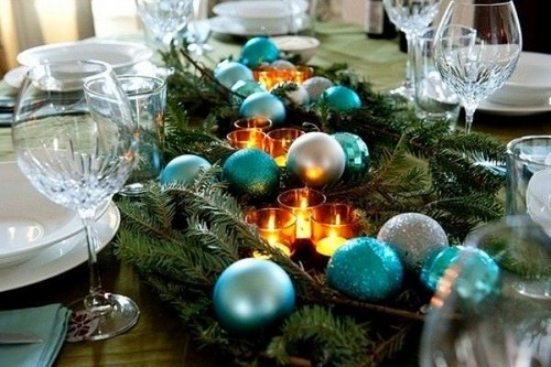 3-2-christmas-table-setting-decoration-composition-blue-and-silver-balls