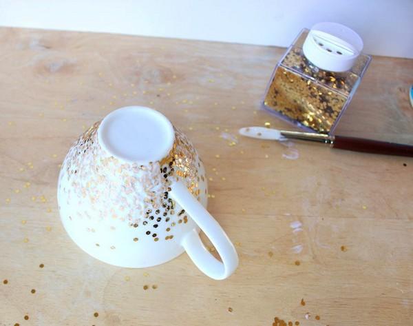 3-DIY-hand-made-Golden-Confetti-Dipped-Cup-mug-christmas-decor