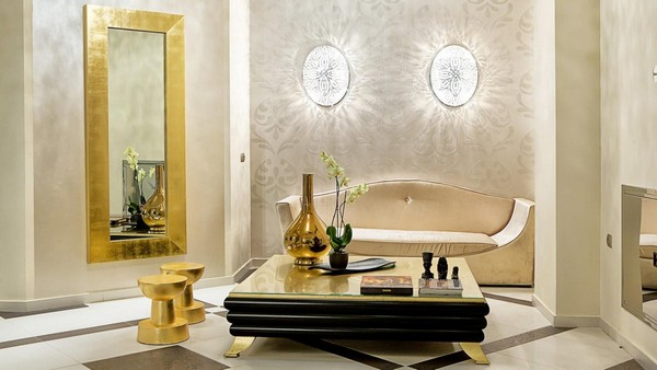3-golden-elements-gold-in-interior-design-neoclassical-style-mirror-flower-vase-bowl-beige-sofa