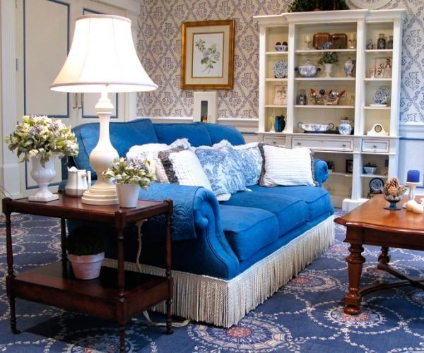 3-interior-for-melancholic-blue-sofa-carpet-decorative-pillows-neoclassical-living-room
