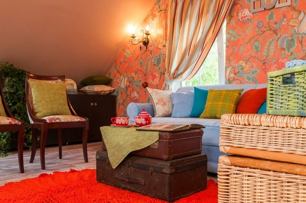 3-orange-white-green-color-floral-pattern-russian-provence-attic-floor-interior-design-latex-digital-printing-on-walls-and-ceiling-blue-sofa-stripy-curtains-old-suitcases-coffee-table-knitted-rug