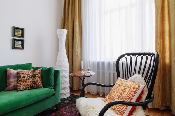 3-scandinavian-eclectic-interior-design-IKEA-furniture-green-velvet-sofa-beige-curtains-chair-vintage-coffee-table-marrakesh-couch-decorative-pillows-living-room