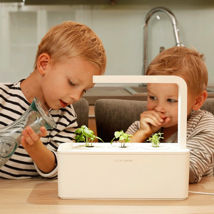 3-smart-home-garden-device-click-and-grow