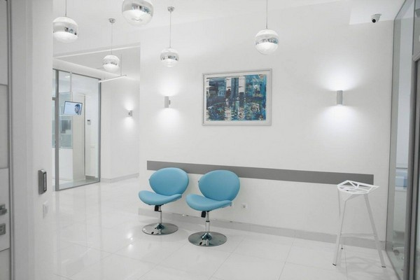 4-1-blue-and-white-modern-glossy-hospital-interior-blue-chairs-hallway-ball-round-lamps