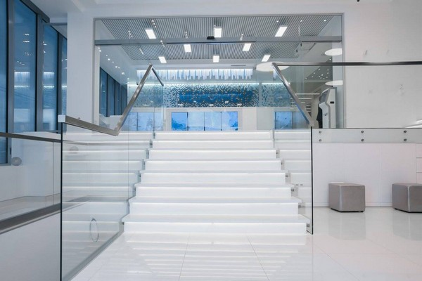 4-3-blue-and-white-modern-glossy-hospital-interior-staircase-transparent-stair-railings