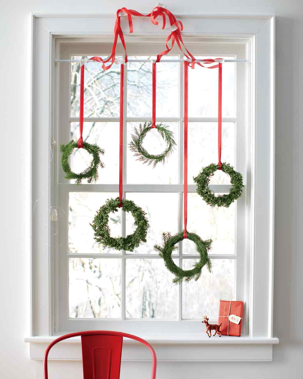 4-christmas-window-decorations-wreaths