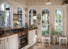 4-cozy-beige-and-turquoise-garden-gazebo-interior-design-summer-kitchen-dining-room-set-bay-windows-mosaic-tiles-retro-lamps-garden-view-vintage-brass-tabelware-decor