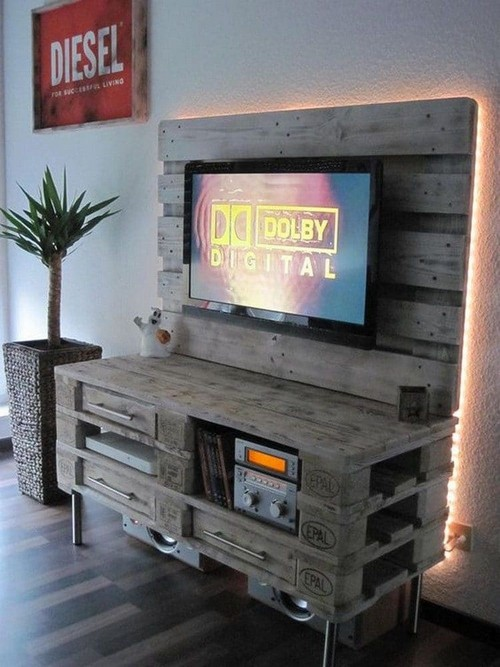 4-diy-hand-made-pallet-furniture-TV-stand