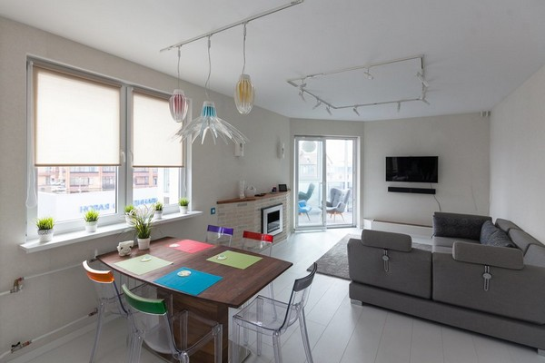 4-minimalistic-Scandinavian-style-apartment-white-walls-white-floor-living-room-wooden-dining-table-transparent-chairs-gray-sofa-fireplace